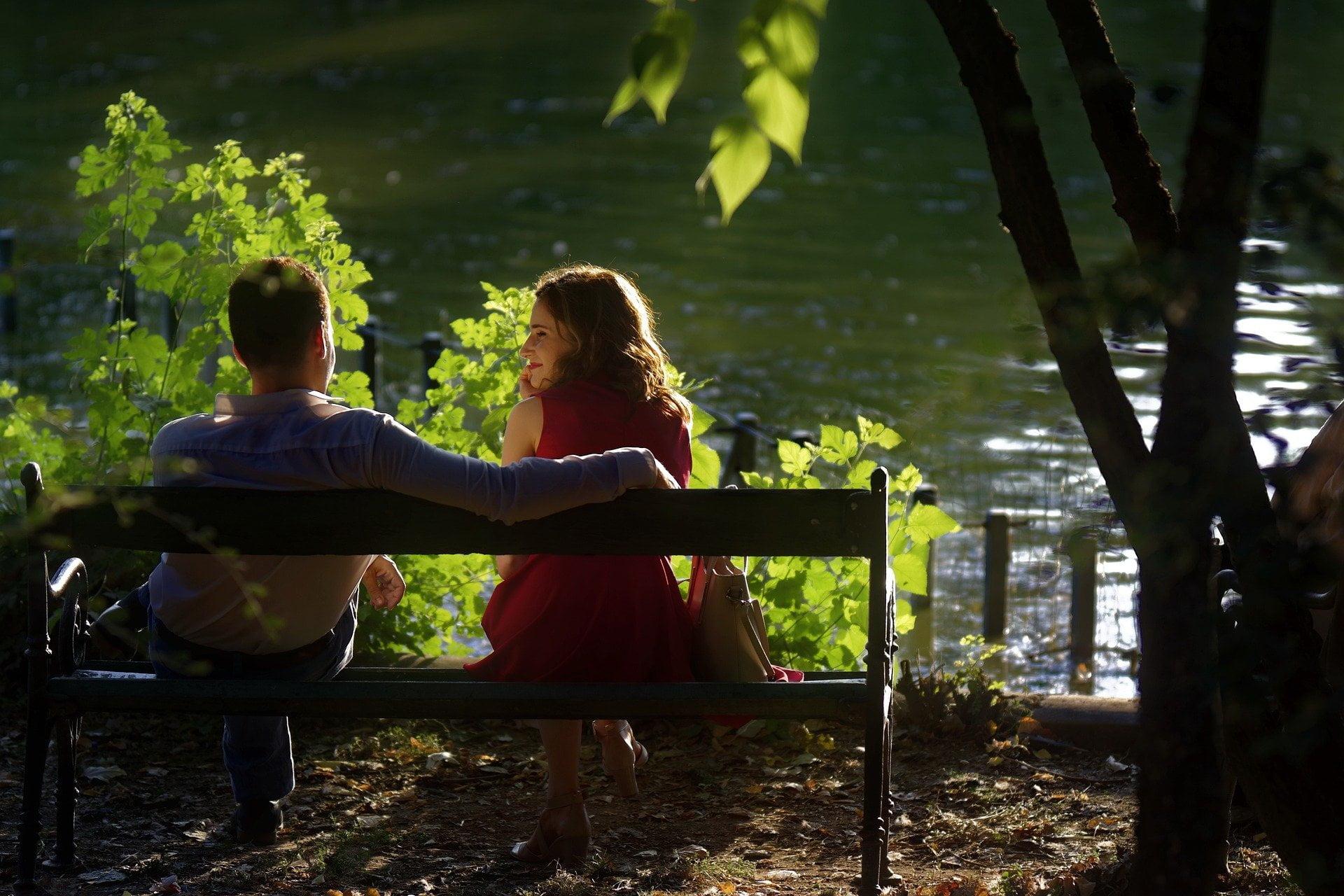 O czym rozmawiać z dziewczyną na pierwszej randce? Praktyczne porady