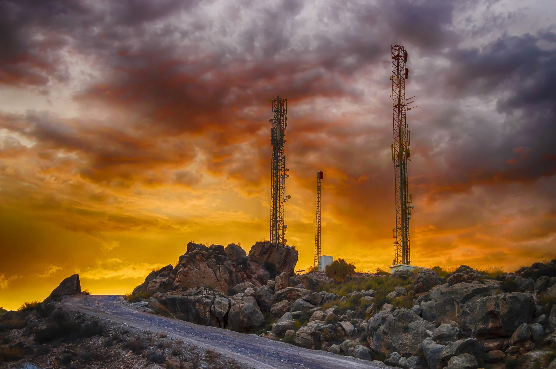 Technologia 5G zagrożenia – zalety i wady sieci 5G