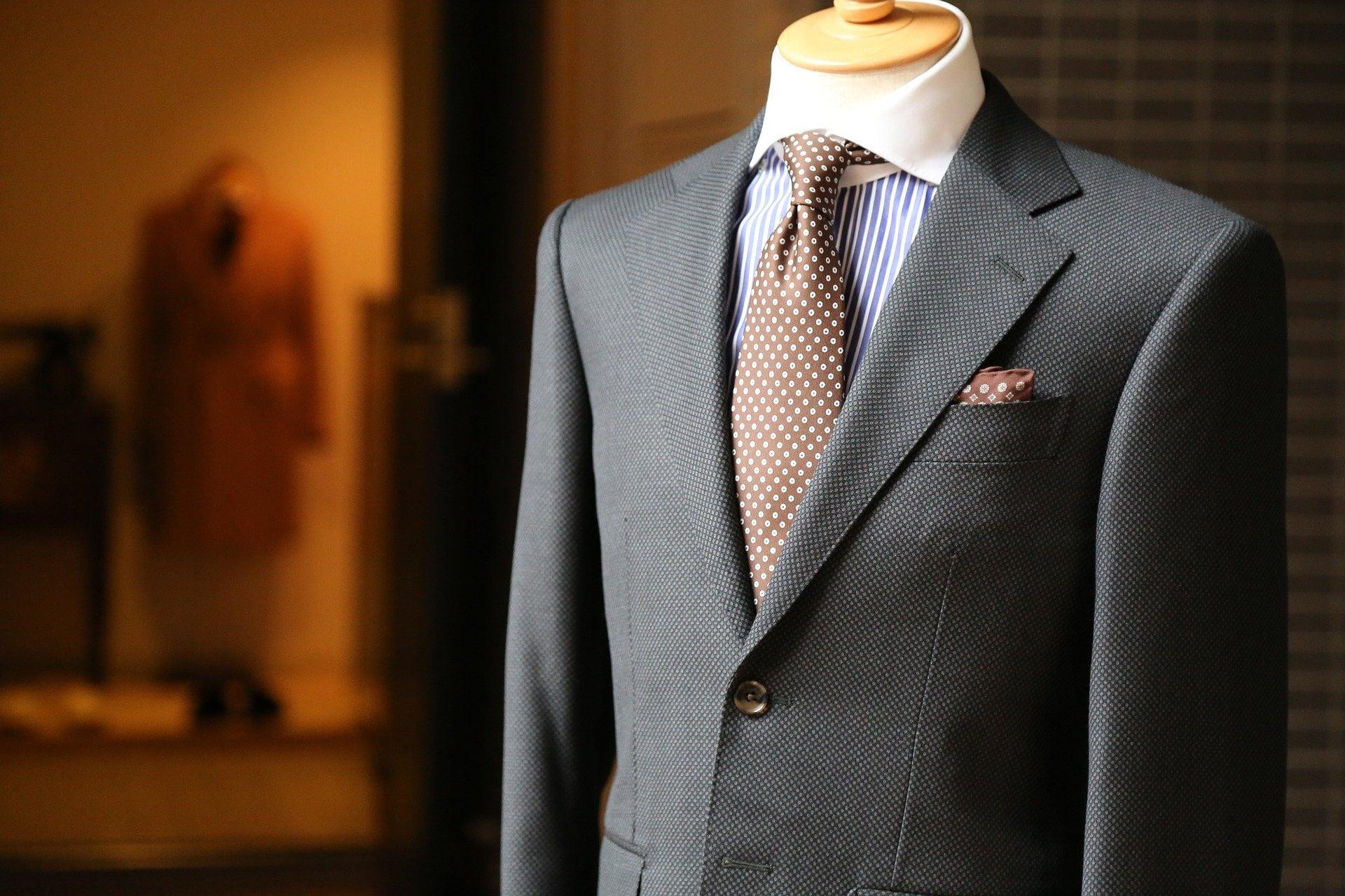 Jaki skład powinien mieć garnitur?
