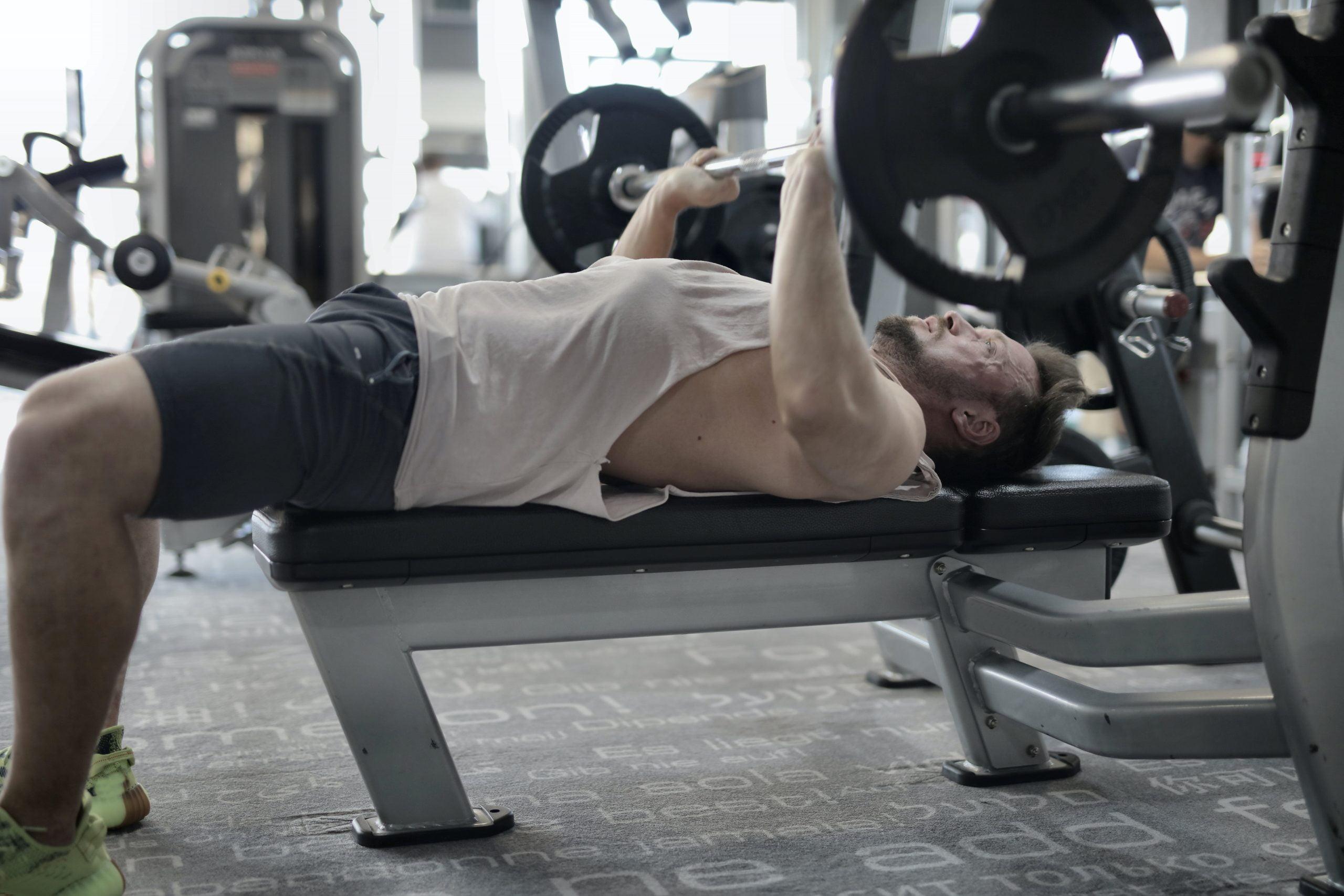 Niedobór testosteronu – oto co musisz wiedzieć o męskim hormonie