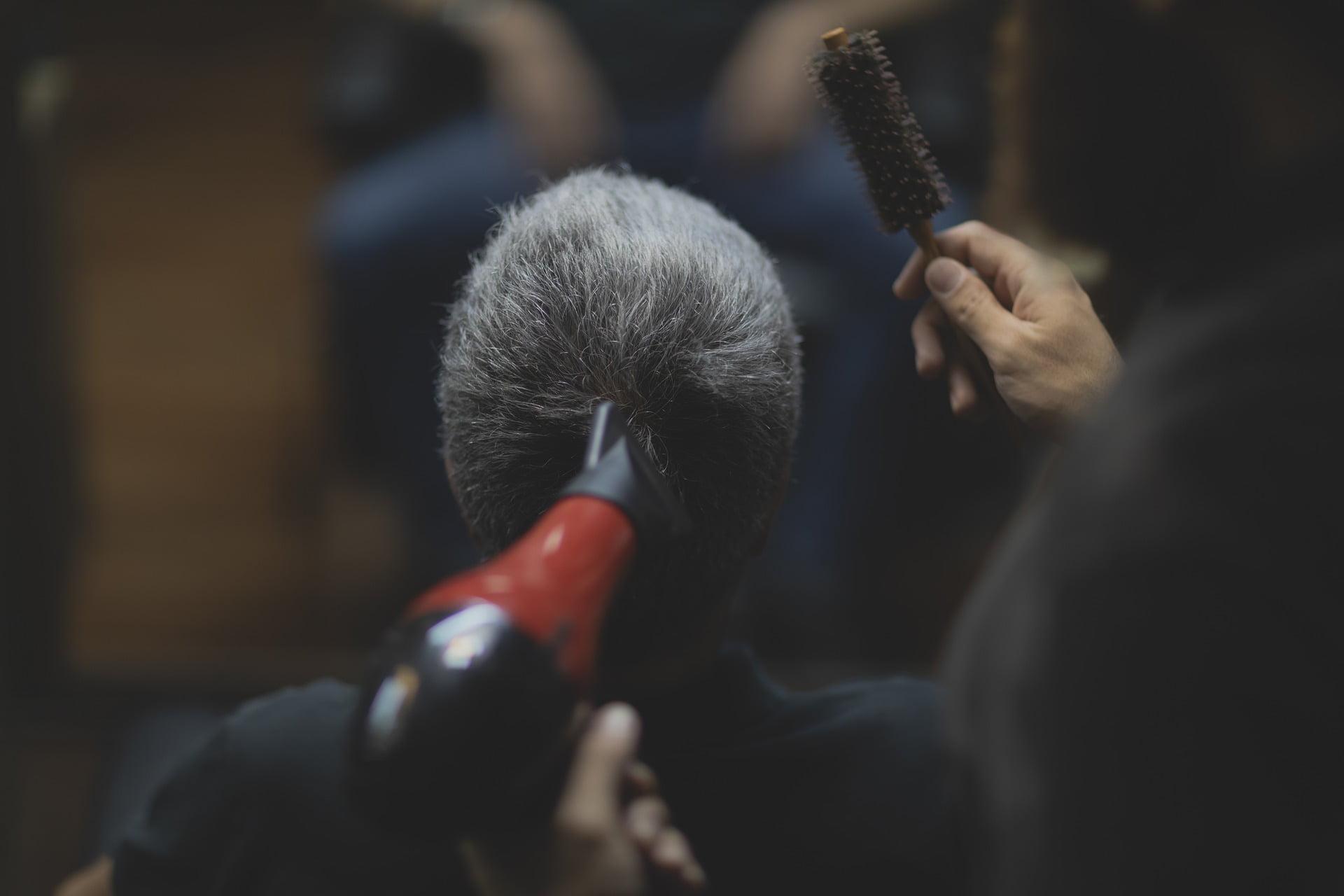 Sposób na siwe włosy u mężczyzn- jak pozbyć się siwych włosów?