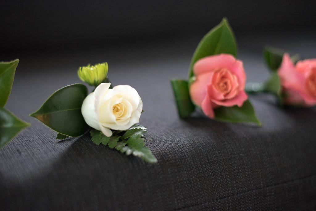 Obrazek posiada pusty atrybut alt; plik o nazwie Jak-wybrac-kwiaty-do-butonierki-1024x684.jpg