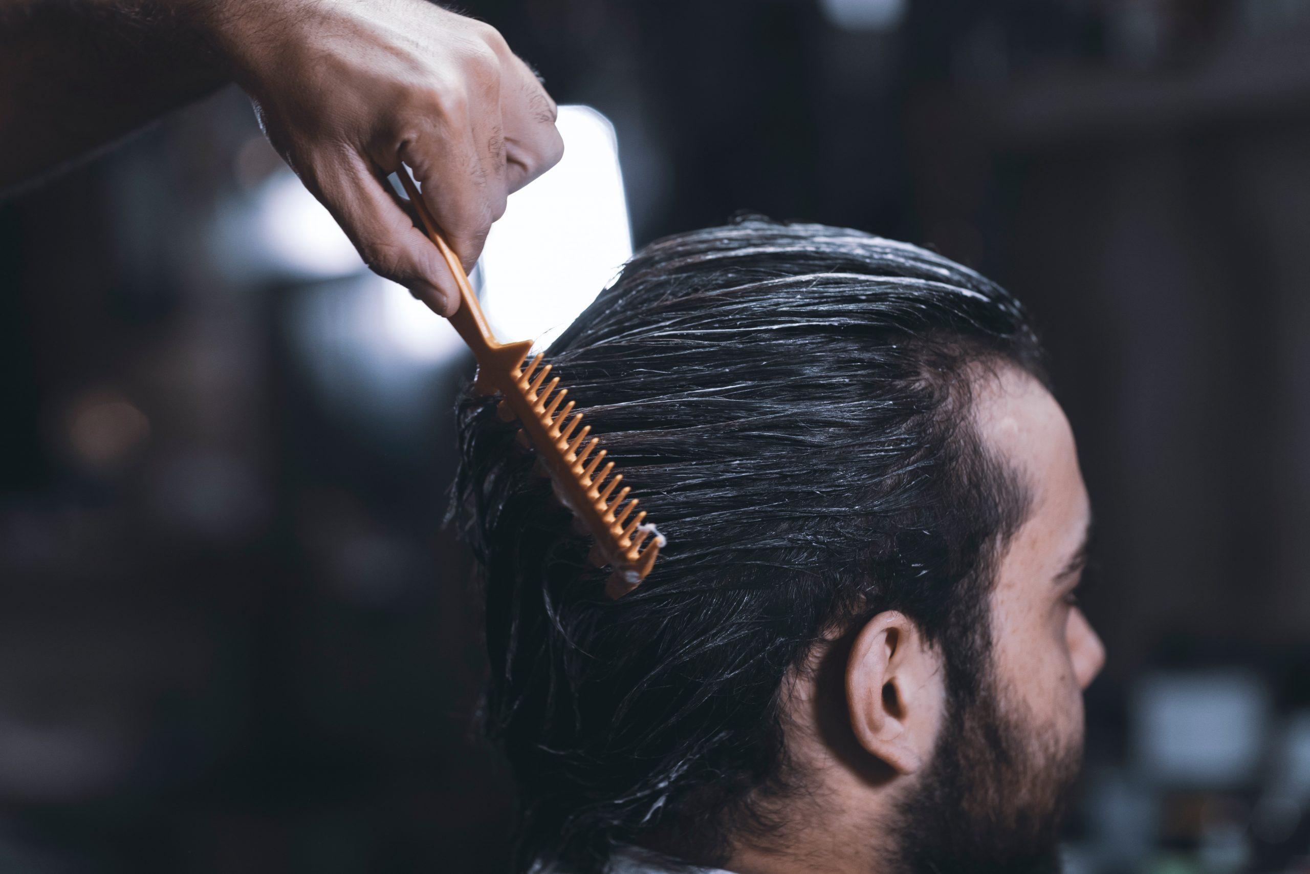 Modne klasyczne męskie fryzury