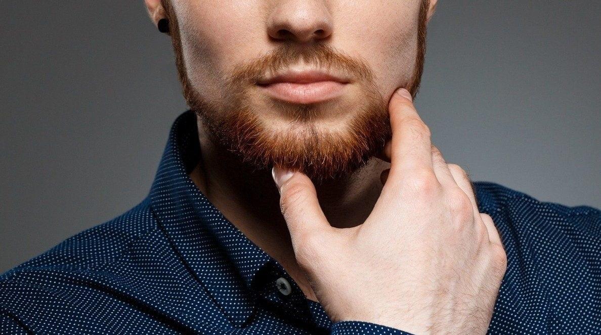 Swędząca skóra głowy – przyczyny i domowe sposoby na pozbycie się problemu