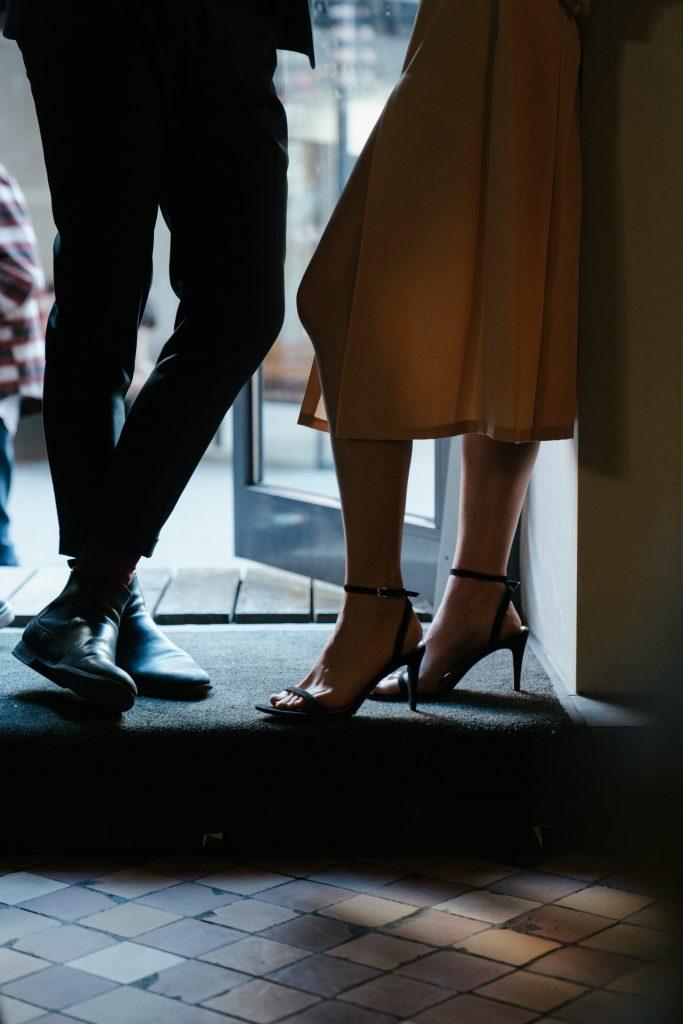 Jak flirtować z dziewczyną? Przykłady flirtu