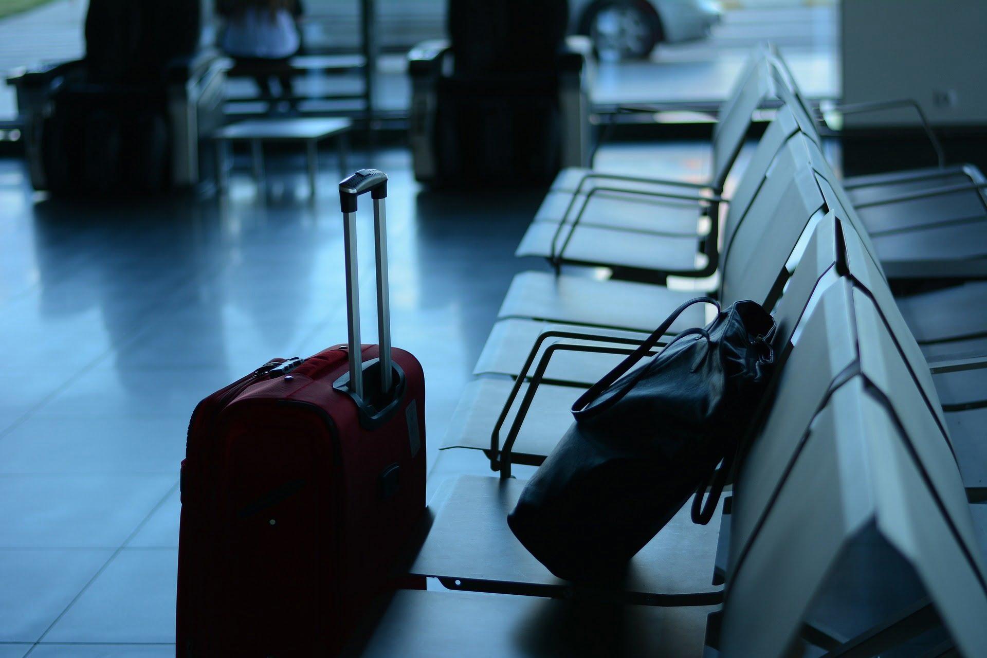 Jak złożyć garnitur do walizki?