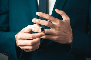 Na którym palcu nosi się sygnet