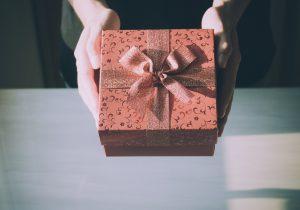 10 pomysłów na prezent na walentynki dla niej – dziewczyny, żony