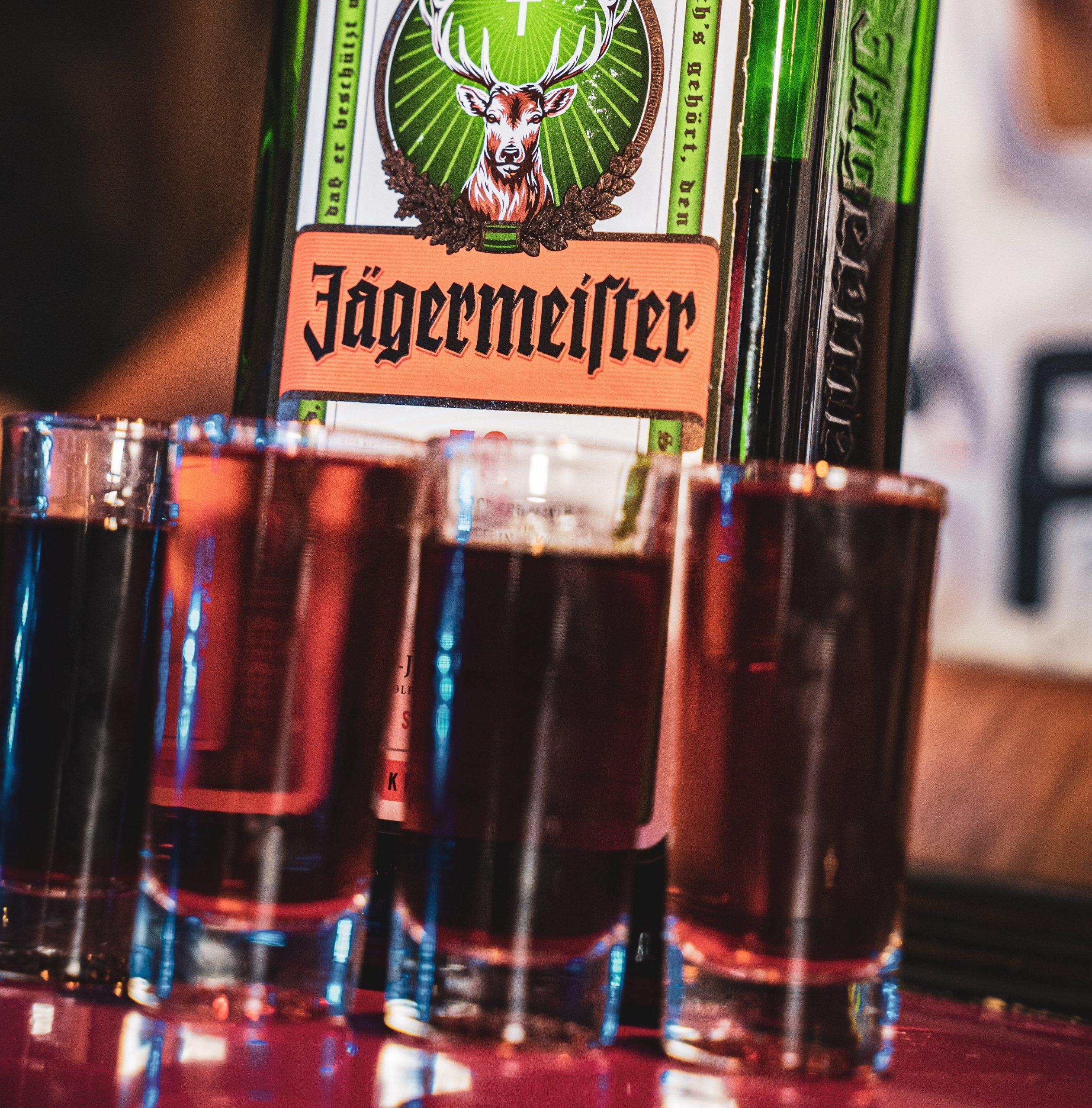 Jagermeister – jak pić i z czym? Ciekawostki i wskazówki