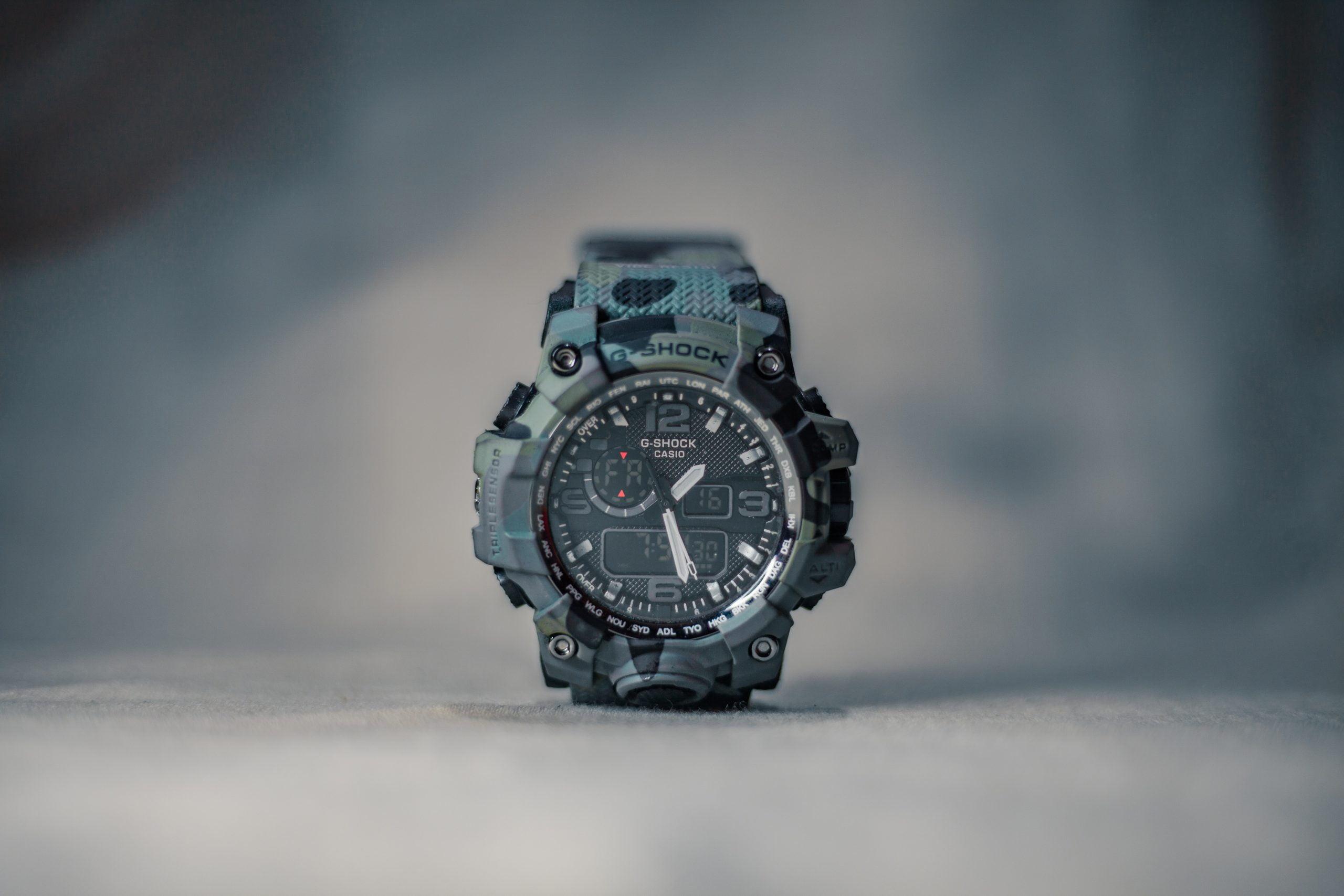 Zegarek G Shock GA 100 – jak ustawić wskazówki?