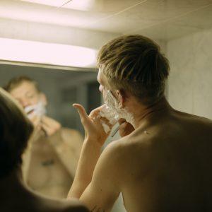 Czy mężczyźni powinni golić się pod pachami?