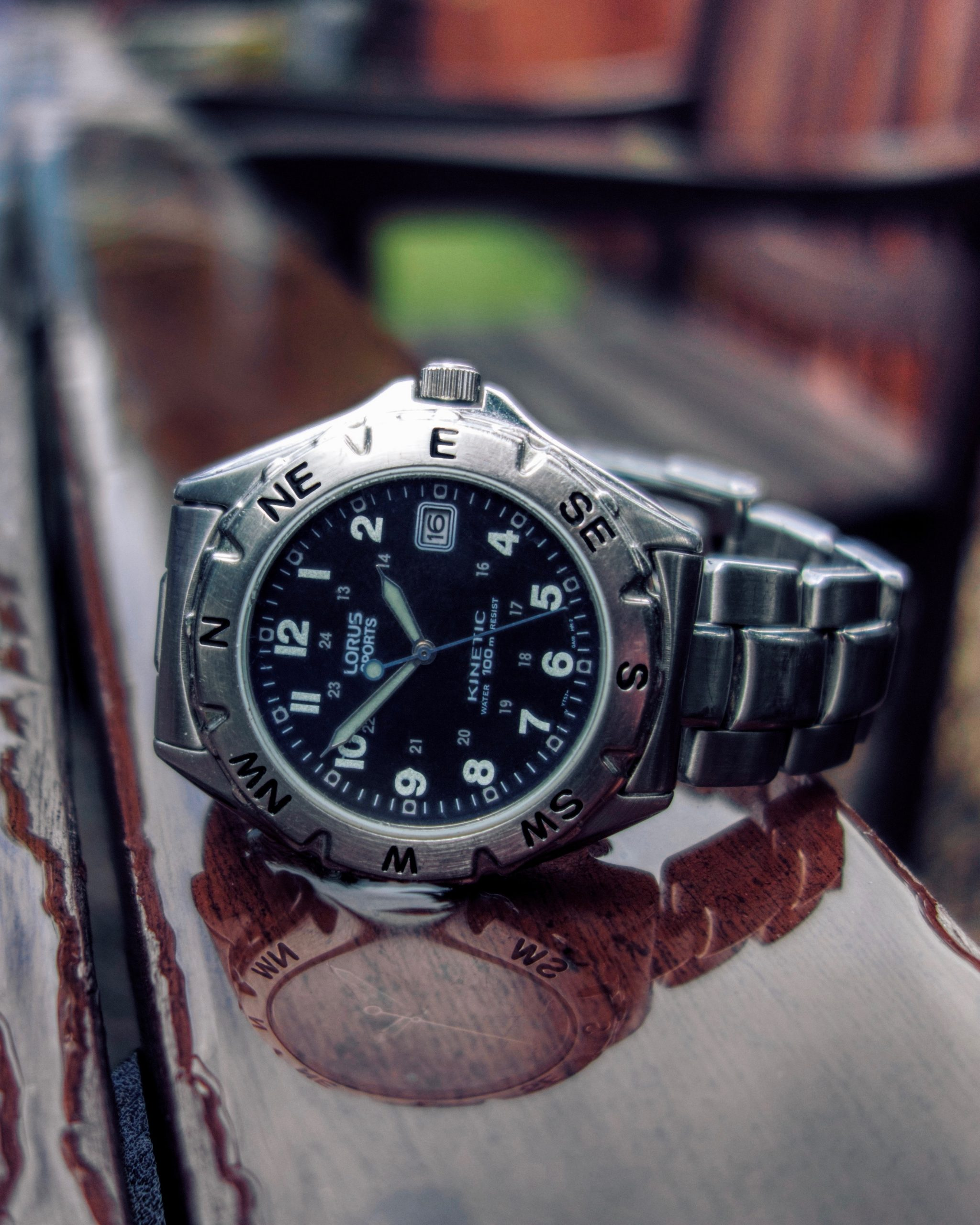 Czy warto kupić zegarek męski Lorus? Poznaj opinie i historie marki