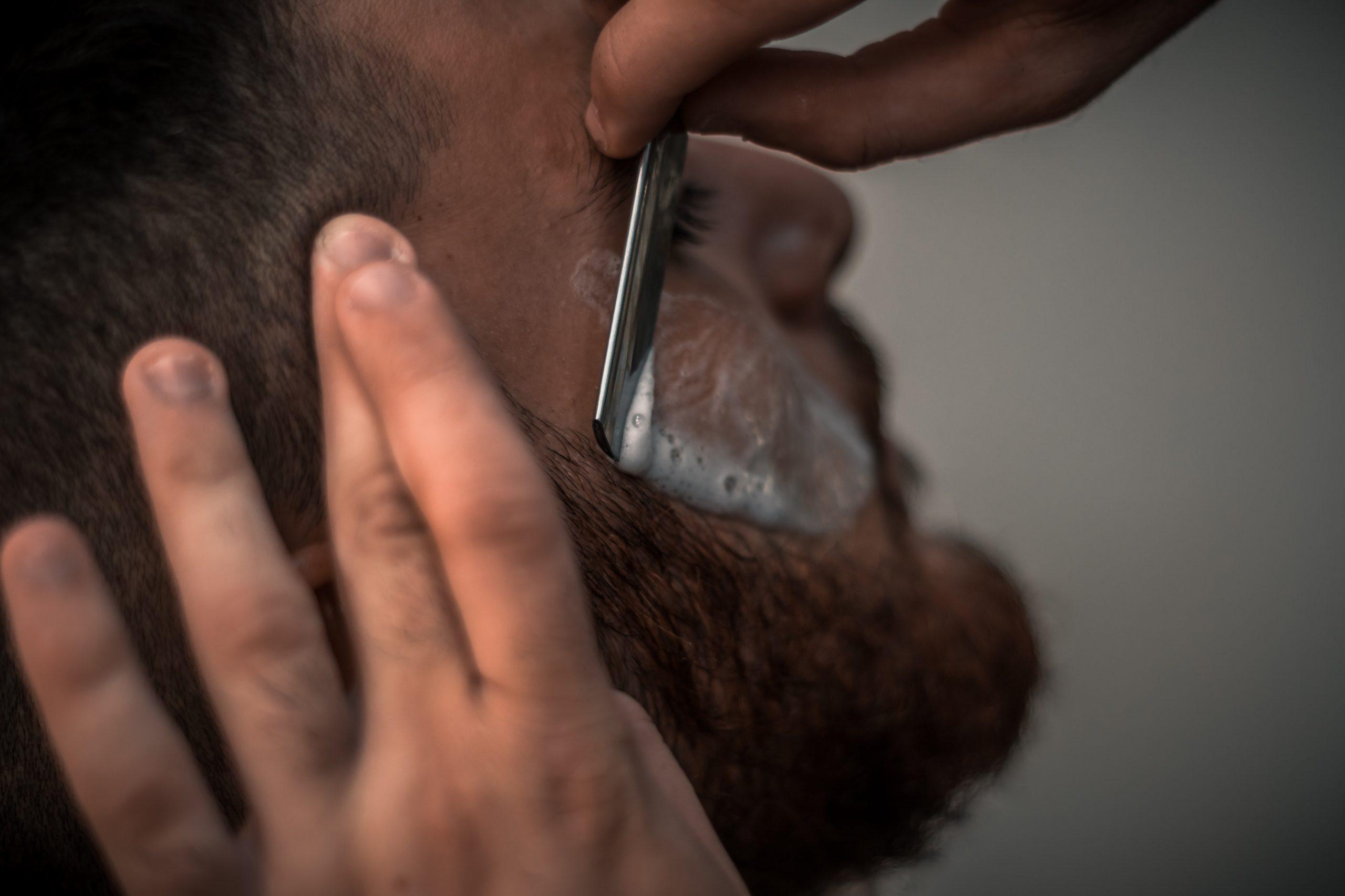 Golenie brzytwą – jak golić się brzytwą?