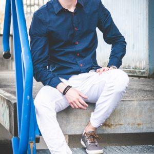 Chinosy męskie –jakie buty pasują do chinosów i jak je nosić?