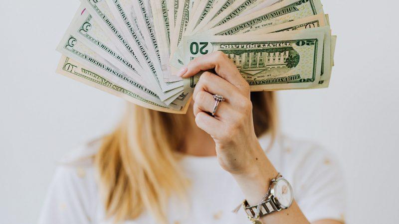 Hipergamia – czy kobietom zależy tylko na pieniądzach?